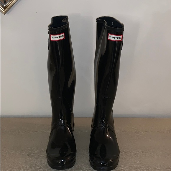 Tall Hunter rain boots- great condition